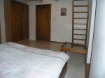 Appartement IV.-kamer 1 met het trapetje naar de zolderkamer