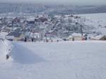 Bozi Dar - skigebied Neklid - utzicht richtng het dorp en skigebied Novako