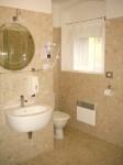 Pension Tristar One familiekamer nr.1 badkamer